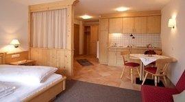 Doppelzimmer, rustikales Zimmer, Holzmöbel