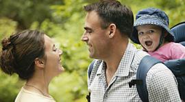 Familienurlaub, Ferien mit Kindern, Wandern auf Bergwegen