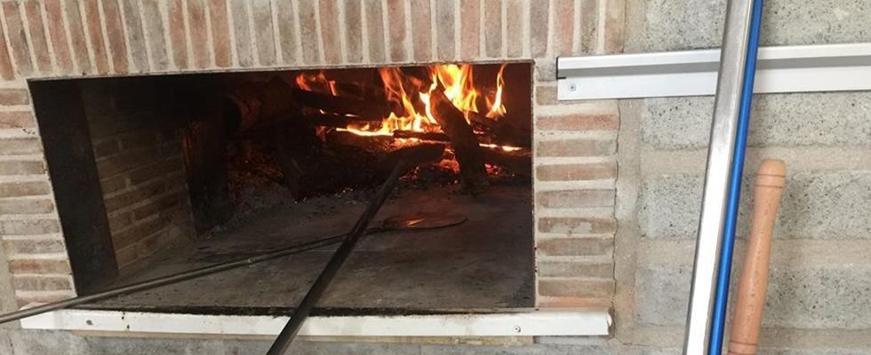 Pizzeria con forno a legna, forno a legna, pizza cotta a forno a Legna, Vetralla, Viterbo