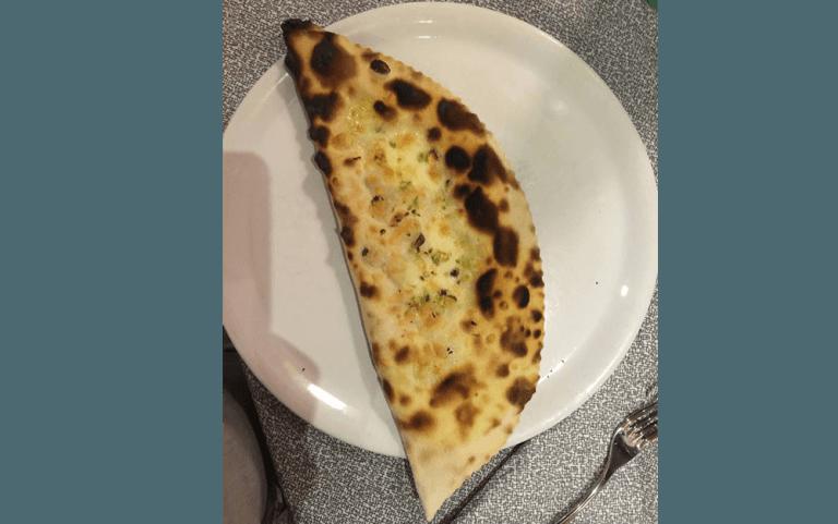 Calzoni, pizzeria, pizzeria forno a legna, pizza cotta a forno a legna, pizzeria L'impero, Vetralla, Viterbo