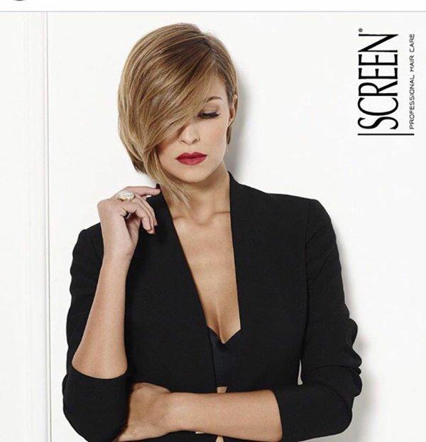 modella in posa per la marca SCREEN