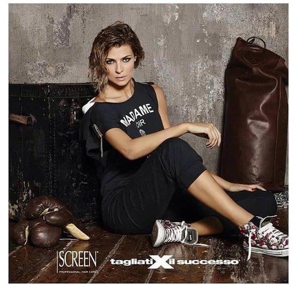 modella in posa per la marca SCREEN Tagliati per il successo