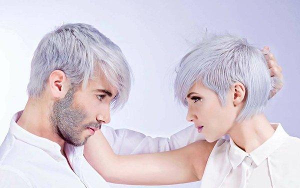 modella e modello con lo stesso taglio e colore di capelli