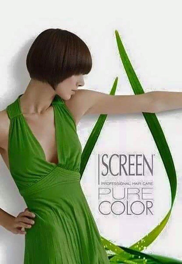 modella con capelli a pagetto e vestito verde in posa per una pubblicita sulle tinte dei capelli a marchio SCREEN