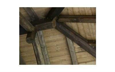 realizzazione porticati con travi in legno a vista