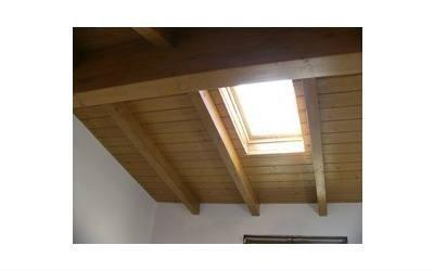 costruzione tetti in legno con travi a vista