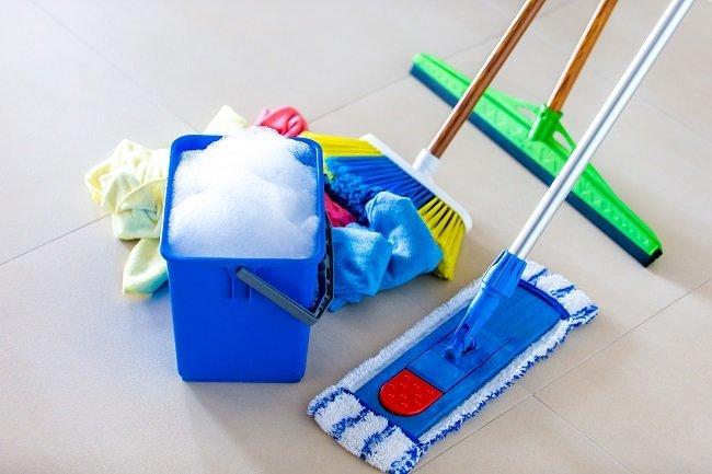 Secchio e attrezzi per pulizie