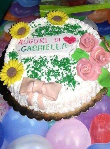 torte guarnite, torte con fiori di zucchero, torte con Pan di Spagna