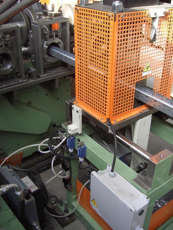 macchina profilatrice produzione ripiani