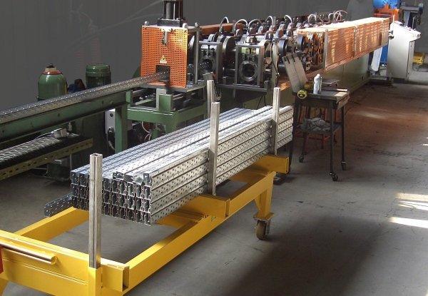 macchina produzione ripiani per scaffalature