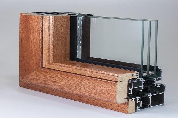 due guide di legno per finestre