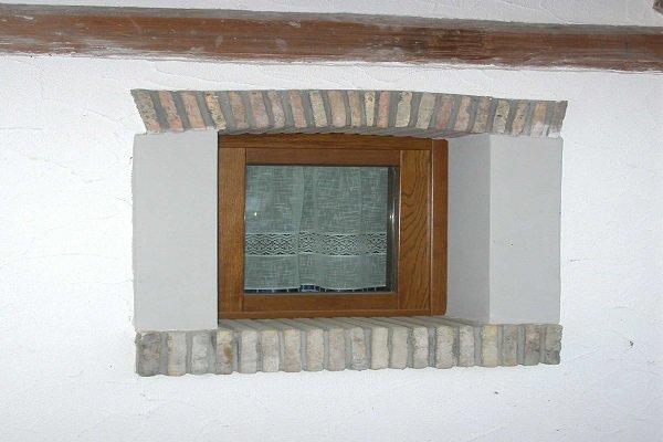 una finestrella in legno
