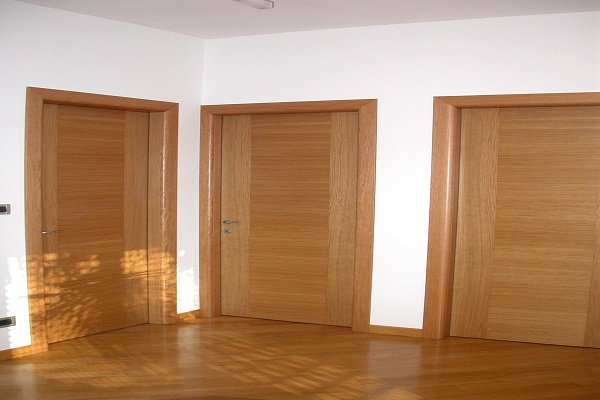 delle porte in legno