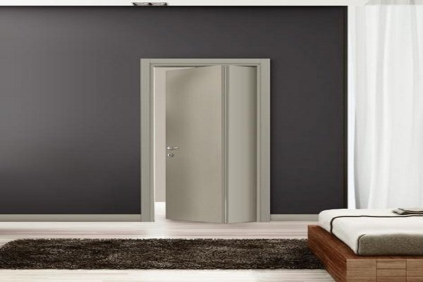 una porta pieghevole di color grigio