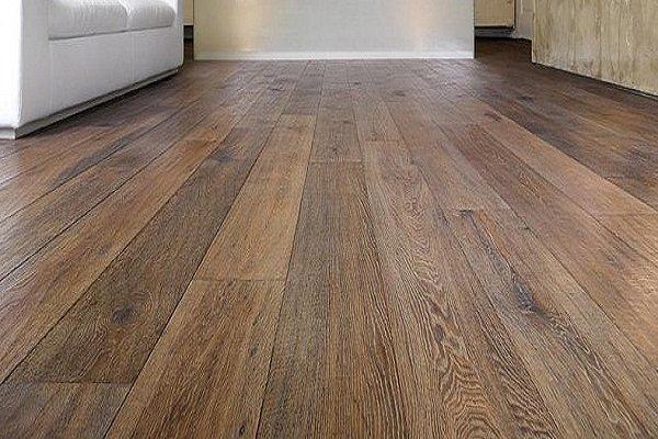 un pavimento in legno