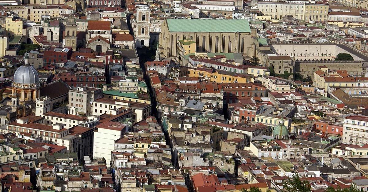 vista dall'alto di una città'