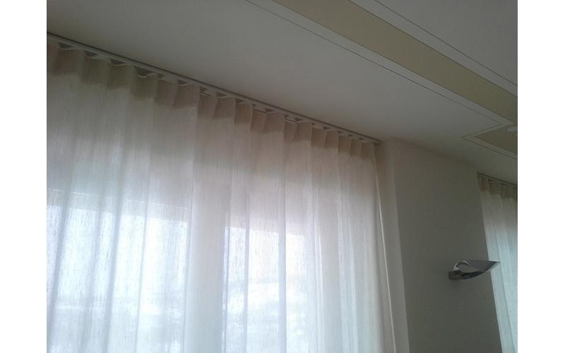 sistema decorativo in alluminio piazzato a soffitto