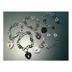 Bracciali in acciaio con pendente cuore in gomma silicone. Vari colori