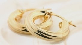 gioielli in oro e oro bianco