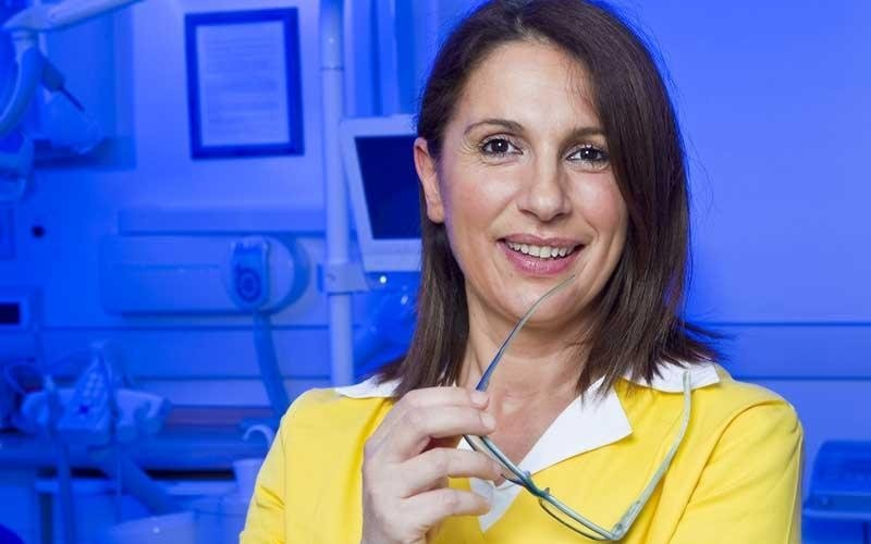 assistente dentista specializzato