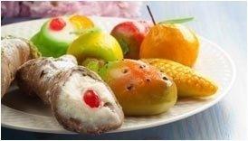 dolci di marzapane e cannoli