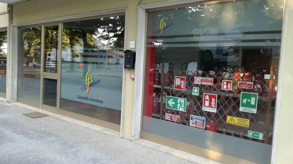 vetrina del negozio T Z Estintori