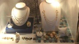anelli, collane, gioielli
