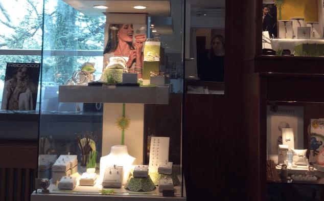 vetrine con gioielli
