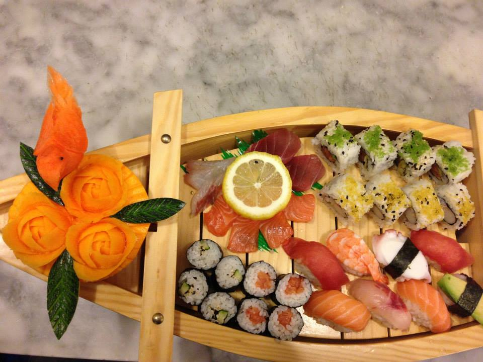 sushi in barchetta con limone