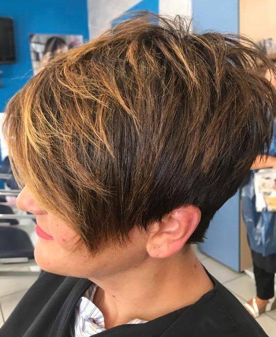 taglio di capelli femminile corto