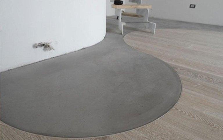 Pavimenti in legno con inserti in piastrelle