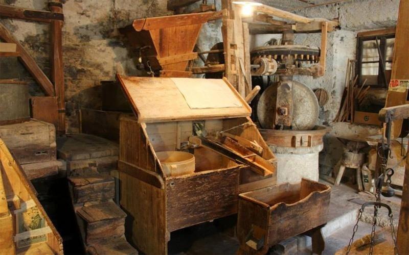 Vecchie attrezzature in legno