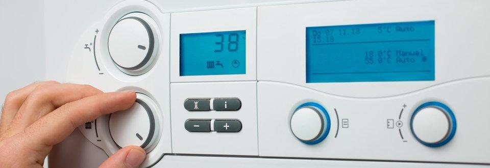 Pressurised hot water boiler