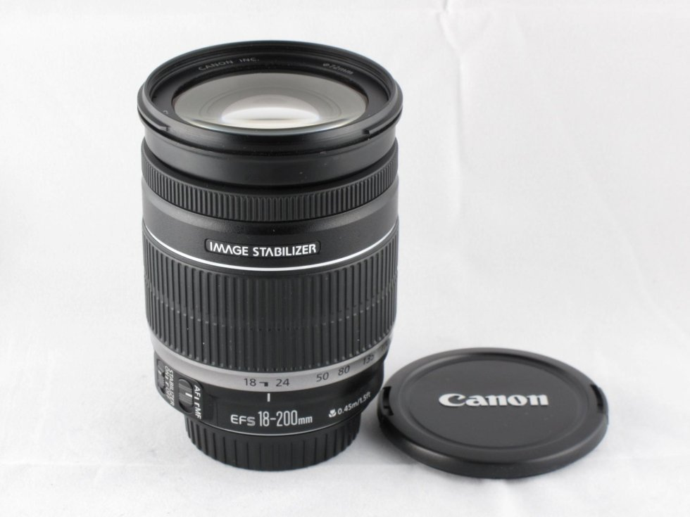 Canon 18-200 is euro 380,00