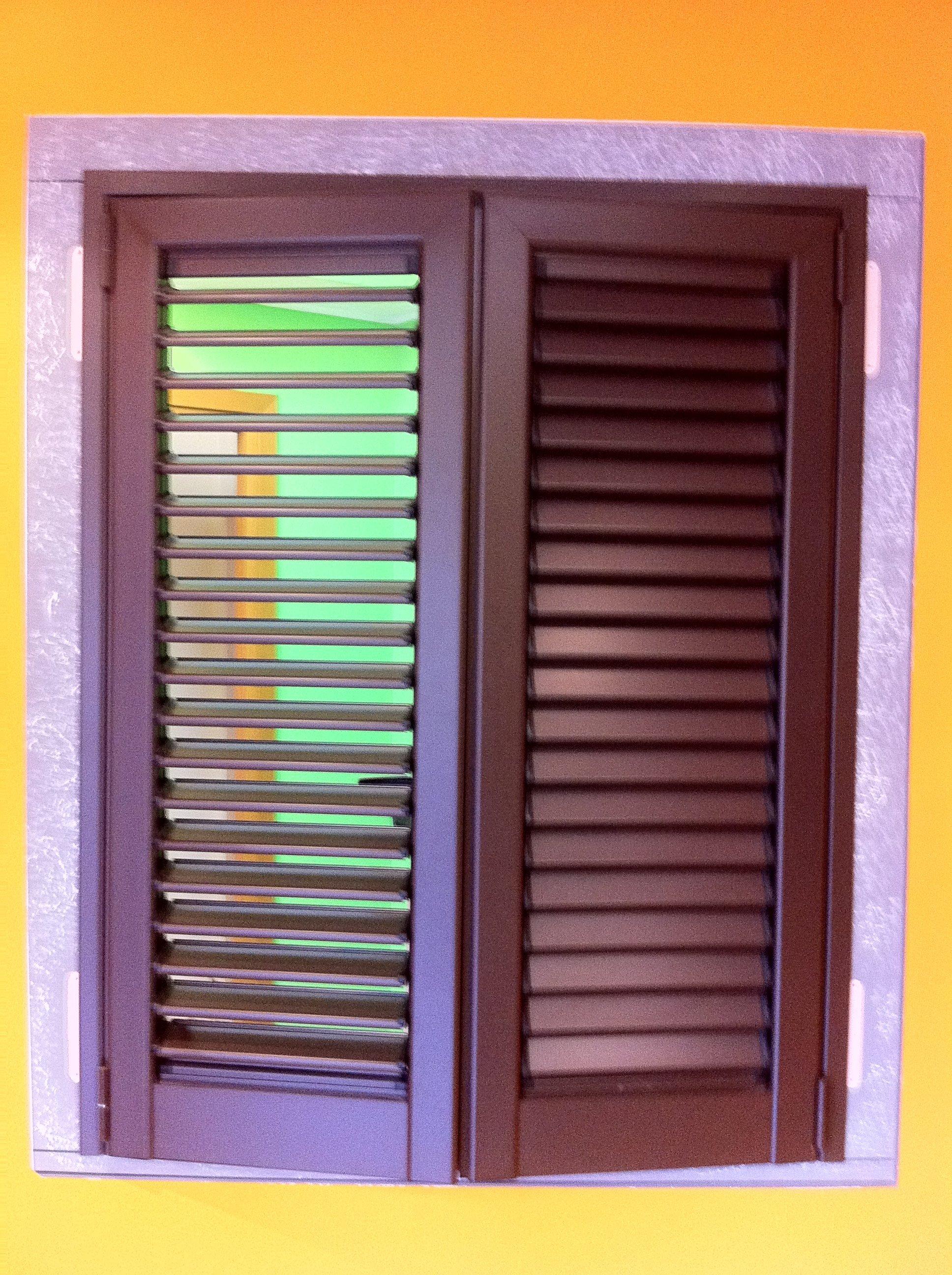 Finestra con le persiane a Lecco