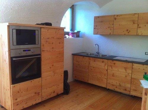 Cucine con i mobili di legno