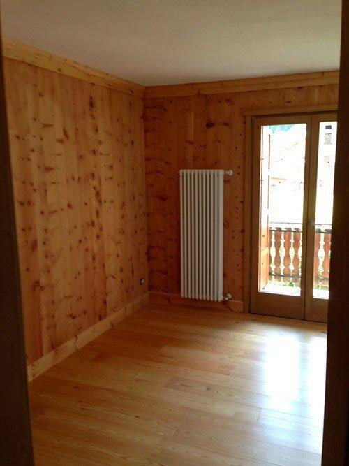 Stanza con suolo e pareti di legno