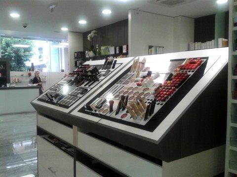 dei cosmetici in esposizione