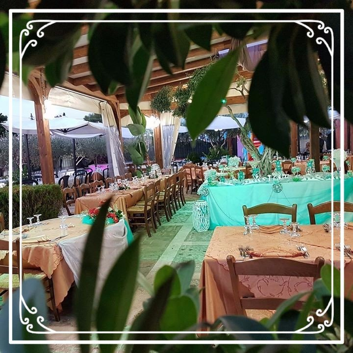 interno di un ristorante e vista dei tavoli