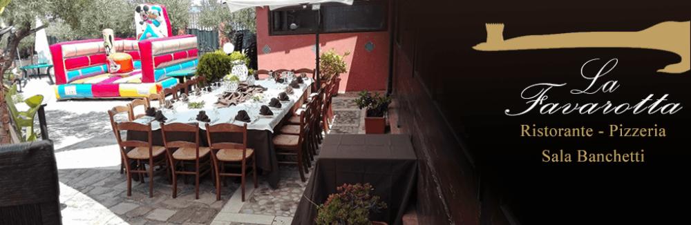 una tavolata all'esterno di un ristorante