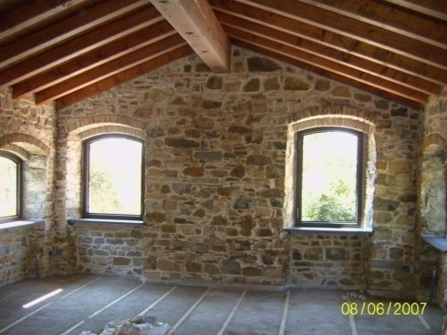 tetto in  legno su struttura esistente in pietra preventivamente rinforzata