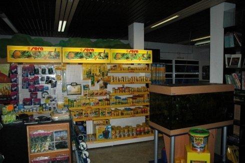 Esposizione della linea alimenti e biocondizionatori SERA