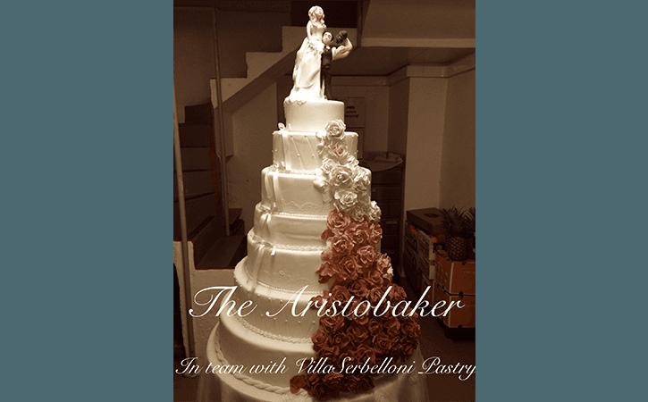 torta nuziale con sposi