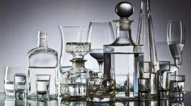 bicchieri moderni in cristallo, bottiglie per liquore in cristallo, bicchieri da cognac