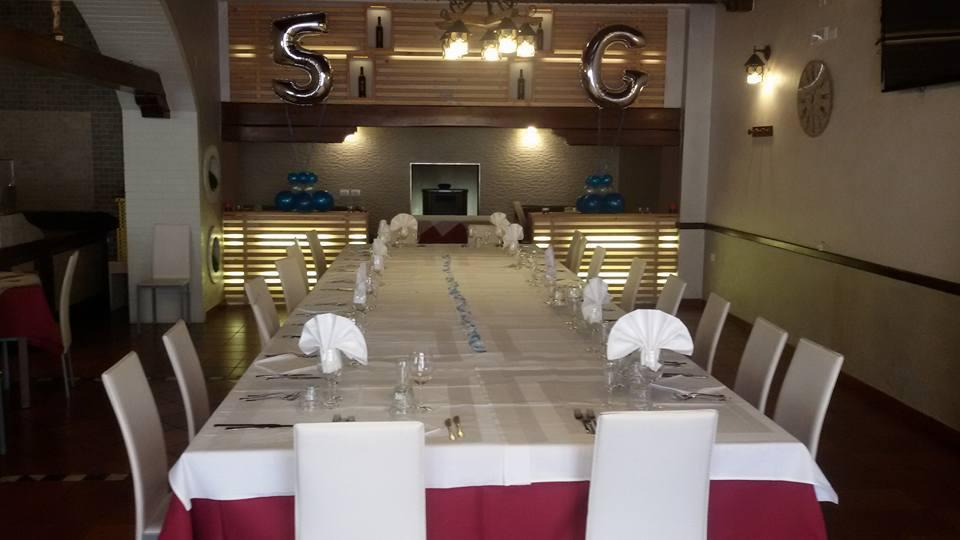 tavolo apparecchiato presso ristorante pizzeria Il Nuovo Cacciatore Santo Stefano di Rodigliano (CS)