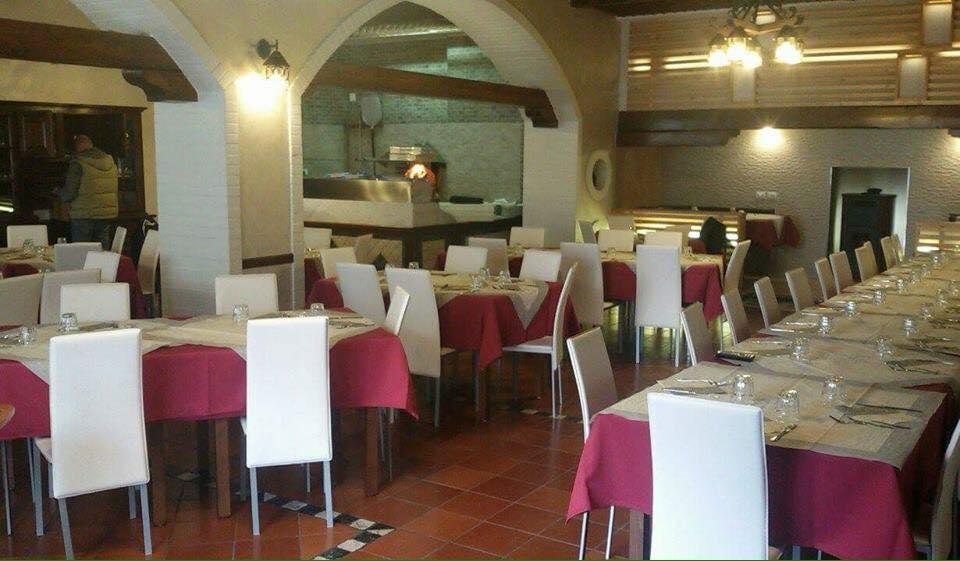 vista interna del risorante pizzeria il Nuovo Cacciatore, santo Stefano di Rogliano (CS)
