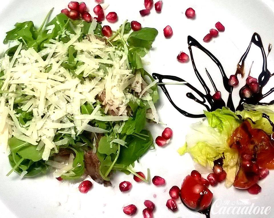 composizione di verdure miste e aceto balsamico al ristorante pizzeria Il Nuovo Cacciatore a Santo Stefano Di Rogliano (CS)