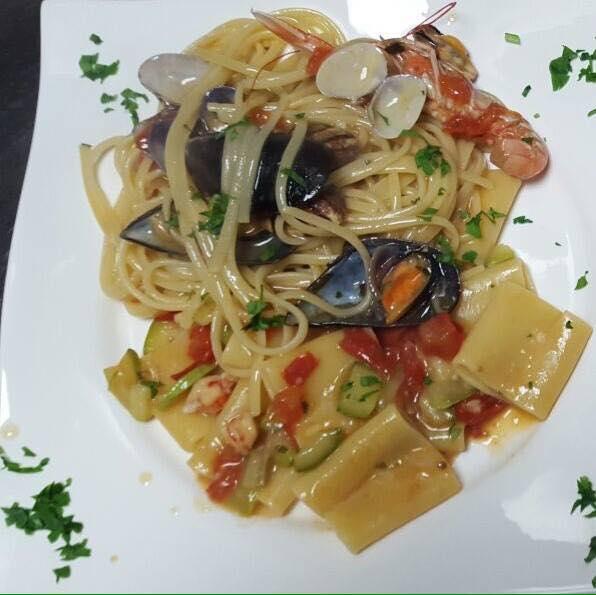 piatto di spaghetti allo scoglio al ristorante pizzeria Il Nuovo Cacciatore a Santo Stefano Di Rogliano (CS)