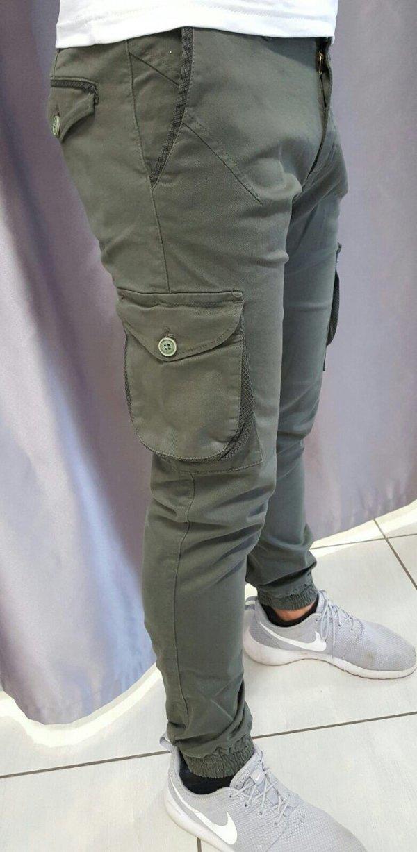Pantalone cargo con molla alla caviglia
