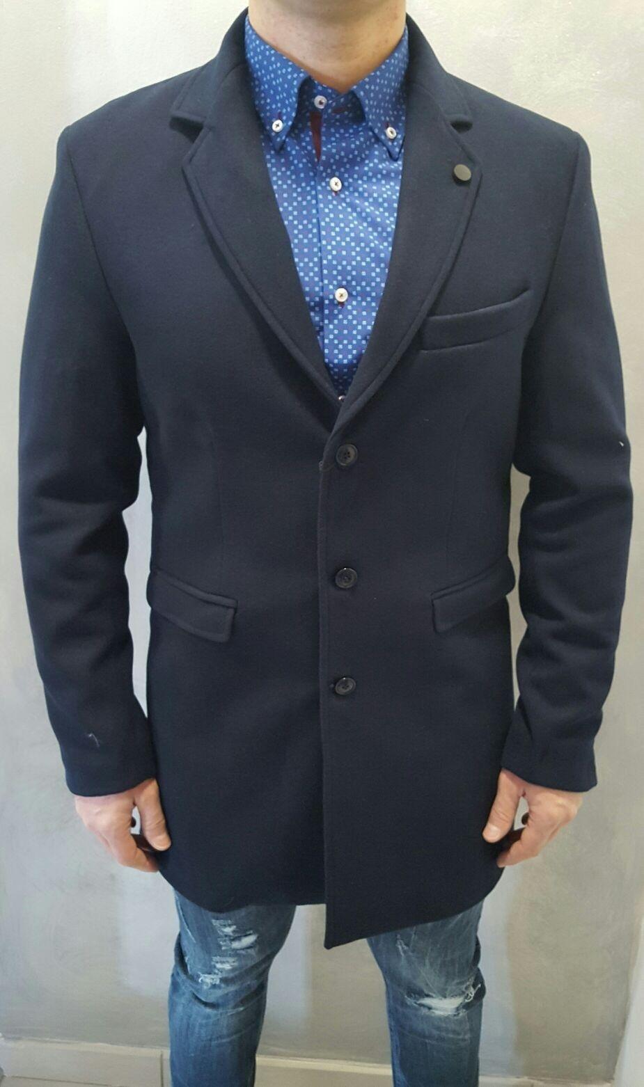 cappottino slim in nero e in blu'